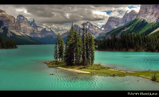Spirit Island, Canadian Rockies - by Ann Badjura of Ann Badjura Photography, courtesy of Flickr.com